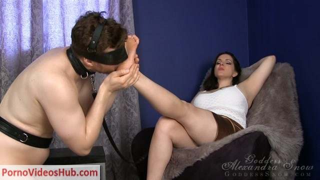 Goddess_Alexandra_Snow_-_Summer_Sandal_Worship.mp4.00010.jpg