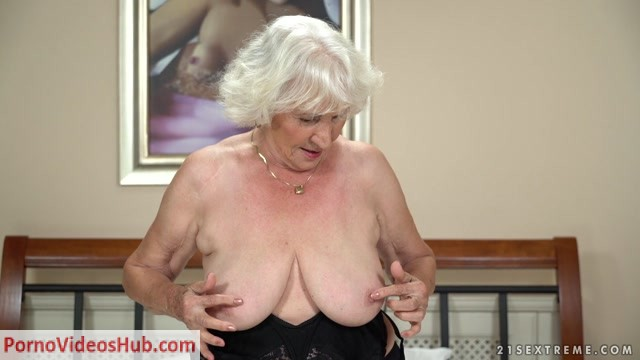 Watch Free Porno Online – LustyGrandmas presents Norma, Rob in Rob Loves Normas Pussy – 23.08.2018 (MP4, FullHD, 1920×1080)