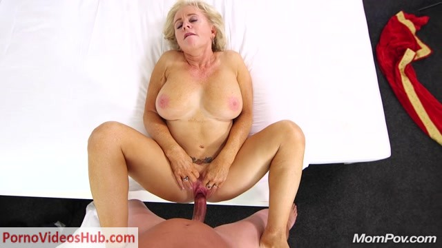 Watch Online Porn – MomPov presents Joy in Naughty GILF wet and wild squirter – 02.08.2018 (MP4, FullHD, 1920×1080)