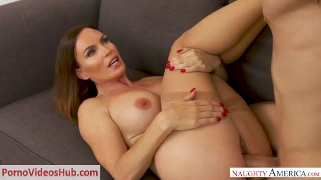 Watch Online Porn – NaughtyAmerica – MyFriendsHotMom presents Diamond Foxxx 24497 – 19.08.2018 (MP4, SD, 640×360)