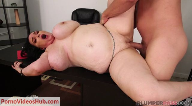 Plumperpass_presents_Charlotte_Angel_in_Boss_Banging_-_06.08.2018.mp4.00011.jpg