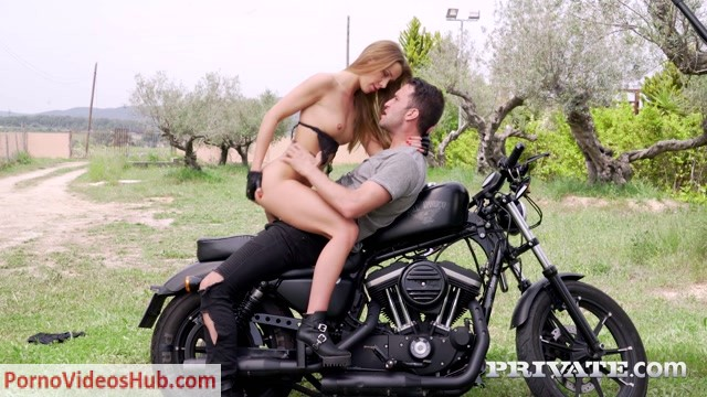 Watch Online Porn – Private presents Alexis Crystal fucks on motorbike – 25.08.2018 (MP4, FullHD, 1920×1080)