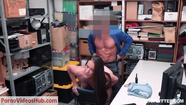 Watch Online Porn – Shoplyfter presents Sofie Marie – 29.08.2018 (MP4, SD, 640×360)