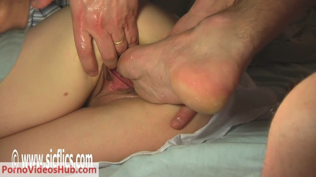 SicFlics_presents_Fist___foot_fucking_Evas_cunt_-_07.08.2018.mp4.00000.jpg