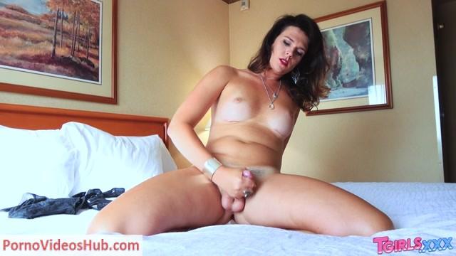 Watch Online Porn – Tgirls.xxx presents Stunning Kendall Penny Jacks Off! – 02.08.2018 (MP4, HD, 1280×720)