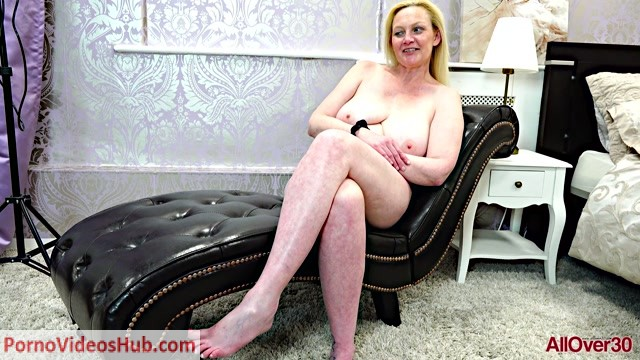Allover30_presents_Suzie_Stone_45_years_old_Interview_-_05.09.2018.mp4.00012.jpg