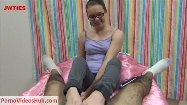 Watch Online Porn – First Time Foot Girls presents Jennifer Bliss in Jennis First Footjob (MP4, HD, 1280×720)