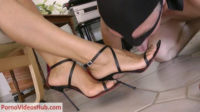 Watch Online Porn – Goddess Leyla in My Worthless Footslave (MP4, FullHD, 1920×1080)