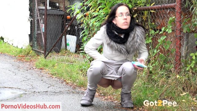 Got2pee___video_geeky_girls_pee_too_1080P.mp4.00012.jpg