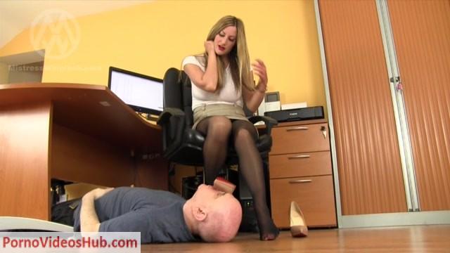 Watch Free Porno Online – Mistress Nikki Whiplash – WL 1256 The Office Foot Perv (MP4, SD, 1024×576)