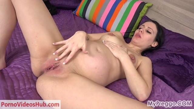 Mypreggo_presents_Christina___40_Weeks_Pregnant__Nacked_and_mastrubating.mp4.00007.jpg