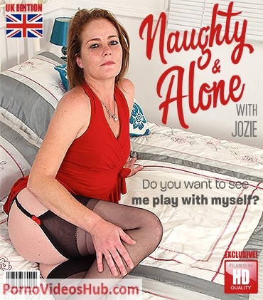 1_Mature.nl_presents_Jozie_EU_39_-_British_kinky_housewife_playing_in_bed_-_18.10.2018.jpg
