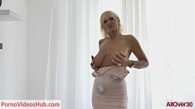 Watch Online Porn – Allover30 presents Roxana 59 years old Mature Pleasure – 15.10.2018 (MP4, FullHD, 1920×1080)