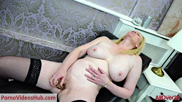 Watch Online Porn – Allover30 presents Suzie Stone 45 years old Ladies With Toys – 17.10.2018 (MP4, FullHD, 1920×1080)