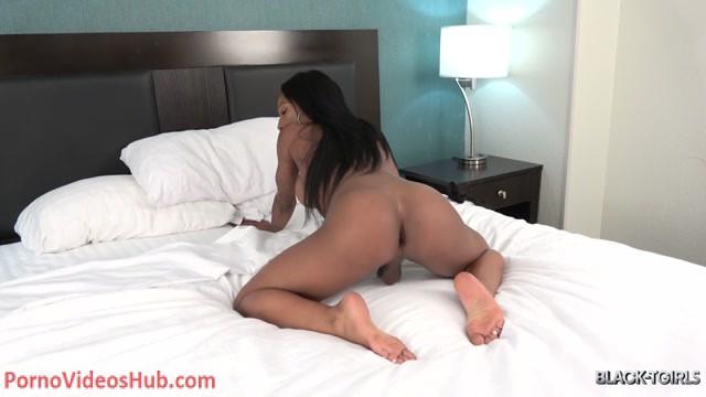 Watch Online Porn – Black-tgirls presents China Sweet Cheeks Cums! – 02.10.2018 (MP4, HD, 1280×720)