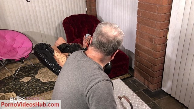 Bobstgirls_presents_Crystal_KSD_Willie_Does_Crystal_BTS_-_28.10.2018.mp4.00011.jpg