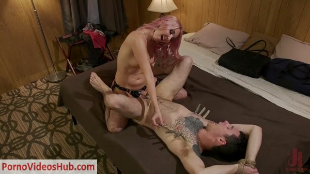 DivineBitches_-_Aaliyah_Love_-_Aaliyah_Love_Takes_Corbin_Dallas_to_the_Bank_and_Breaks.mp4.00007.jpg