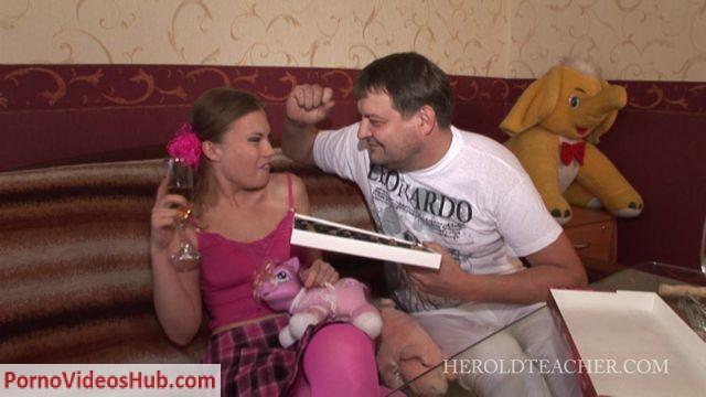 Watch Online Porn – HerOldTeacher presents Best College Prospect (WMV, SD, 854×480)