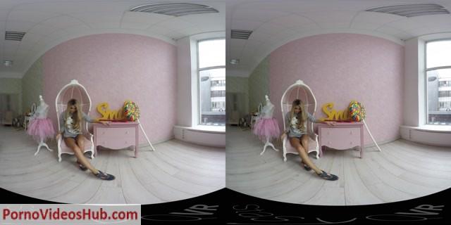 StasyQVR_presents_Blonde_Dances_and_Strips_original_18_LR_180.mp4.00004.jpg