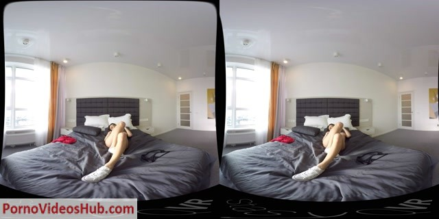 StasyQVR_presents_Gorgeous_Fit_Babe_Gets_Naked_in_Bed_original_180_LR.mp4.00015.jpg