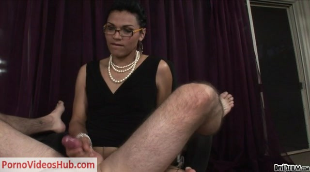 Transsexual_Babysitters_13_-_3.mp4.00010.jpg