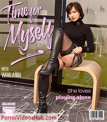 1_Mature.nl_presents_Wanilianna__42__Time_for_Myself__She_Loves_Playing_alone_-_15.11.2018.jpg