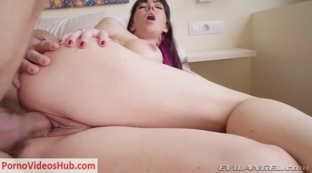 Watch Online Porn – EvilAngel presents Sofia Star in Busty MILF Sofias Big Cock Anal Fuck (MP4, SD, 720×400)