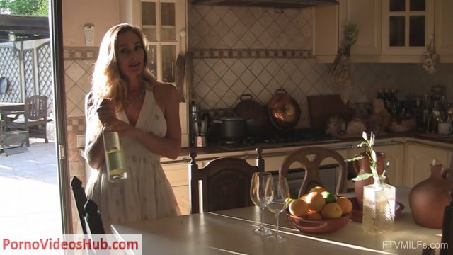 FTVMilfs_presents_Eve_in_Her_Sexy_Solo_Return_-_Seductive_and_Elegant_-_26.11.2018.mp4.00000.jpg
