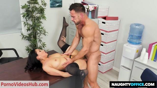 Watch Online Porn – NaughtyAmerica – NaughtyOffice presents Vicki Chase Fucks Her Coworker – 26.11.2018 (MP4, HD, 1280×720)