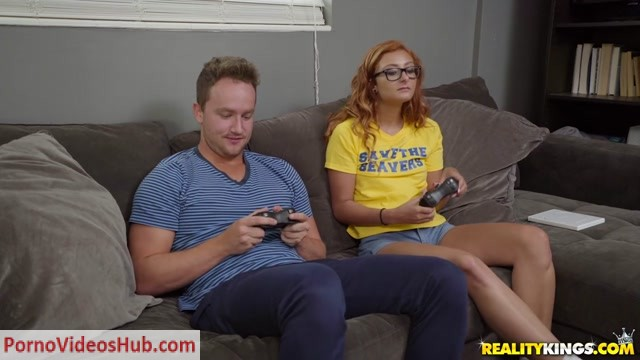 Watch Online Porn – RealityKings – MomsBangTeens presents Cory Chase, Kadence Marie in The Go Getter – 13.11.2018 (MP4, HD, 1280×720)