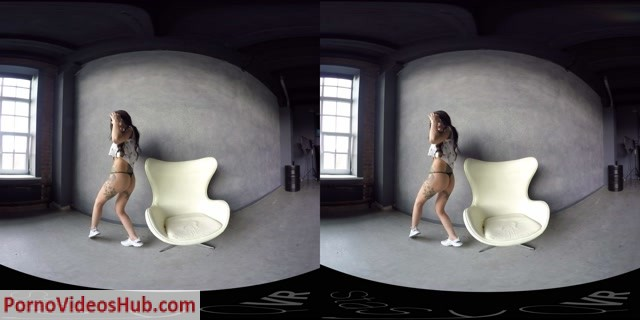 StasyQVR_presents_Sporty_Brunette_Gets_Naked_original_2_LR_180.mp4.00000.jpg