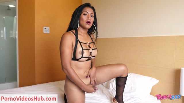 Watch Online Porn – Tgirls.xxx presents Emperatriz Rides Her Dildo & Cums! – 01.11.2018 (MP4, HD, 1280×720)