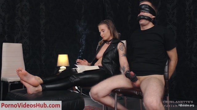 Watch Online Porn – Cruel Anettes Fetish Store presents Handjob while reading FHD MP4 (MP4, FullHD, 1920×1080)