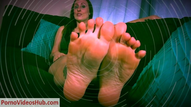 Watch Online Porn – Evelyn Milano – Fall For Feet (MP4, FullHD, 1920×1080)