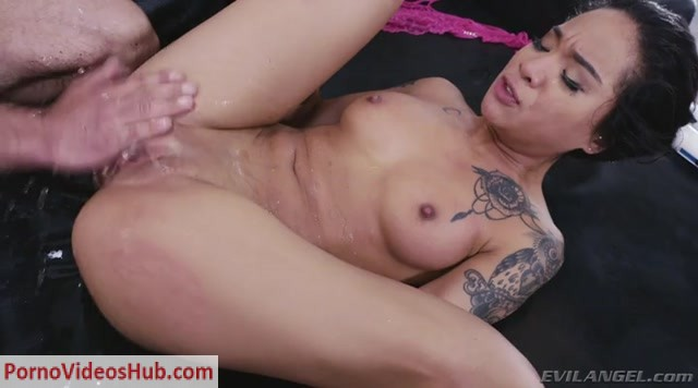 EvilAngel_presents_Honey_Gold_in_Black_Honey_Fucked_To_Multiple_Squirts.mp4.00010.jpg