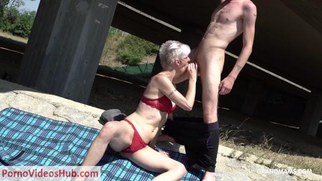 GrandMams_presents_Blond_Gilf_Sucking_Off_Her_Stepson.mp4.00009.jpg