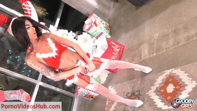 Groobygirls_presents_Xmas_Special__Kendall_Vuitton____24.12.2018.mp4.00002.jpg