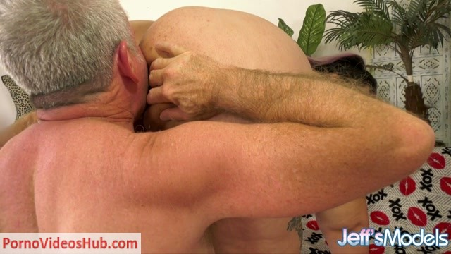 JeffsModels_presents_Crystal_Blue_-_Going_Down_on_a_Pretty_Plumper.mp4.00003.jpg