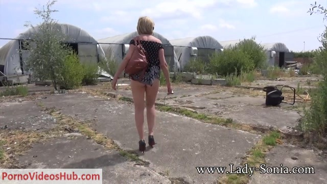 Lady-Sonia_presents_Lady_Sonia_in_2018.08.10_Up_The_Skirt_View_Outdoors.mp4.00014.jpg