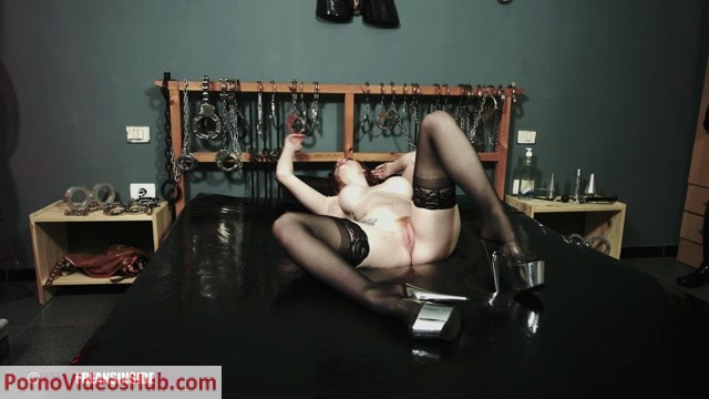 Latex_Porn___7944_-_Trapped_In_Rubber_-_Part_One_-_Zara_Durose.mov.00004.jpg