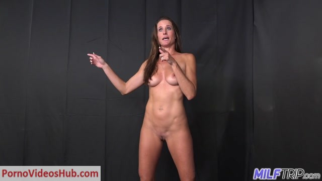 MILFTrip_presents_Sofie_Marie_-_Bald_Pussy_MILF_Photographer_Chick_Found_At_The_Park.mp4.00004.jpg