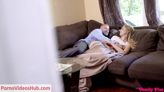 Watch Online Porn – MyFamilyPies presents Haley Reed in Devoted To Daddy – 03.12.2018 (MP4, HD, 1280×720)