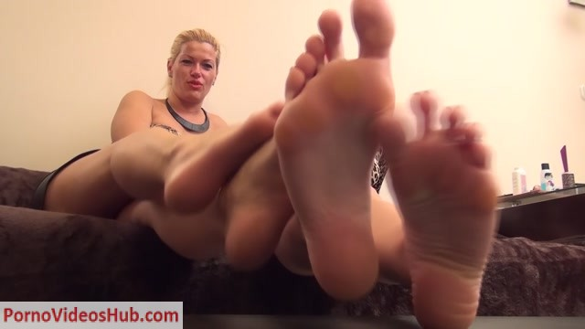 Watch Online Porn – REA and REBECCA – Family Reunion – Dirty Foot Worship and Humiliation (MP4, FullHD, 1920×1080)
