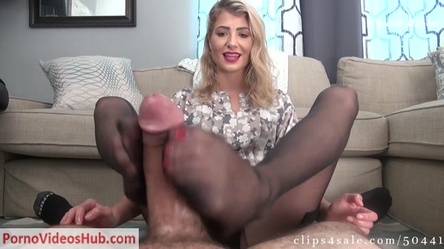 Watch Online Porn – Real Estate Agent Maia Evon Seals The Deal With Footjob (MP4, FullHD, 1920×1080)