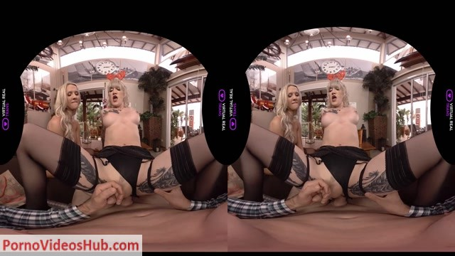 VirtualRealTrans_presents_Kayleigh_Coxx___Lena_Kelly_Merry_Sleazy_XXXMas___21.12.2018.mp4.00008.jpg