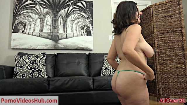 Allover30_presents_Jasmine_S_33_years_old_Mature_Housewives___10.01.2019.mp4.00002.jpg