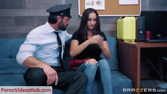 Watch Online Porn – Brazzers – BrazzersExxtra presents Ashley Adams in Mall Cop Cock – 04.01.2019 (MP4, FullHD, 1920×1080)