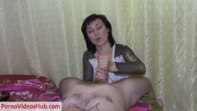 Clips4Sale_presents_Handjob_by_a_beautiful_mature_woman.mp4.00004.jpg