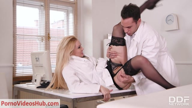 Watch Online Porn – DDFNetwork – HandsOnHardcore presents Amber Jayne in Hot Nurse Needs Doc's Dick – 26.01.2019 (MP4, FullHD, 1920×1080)