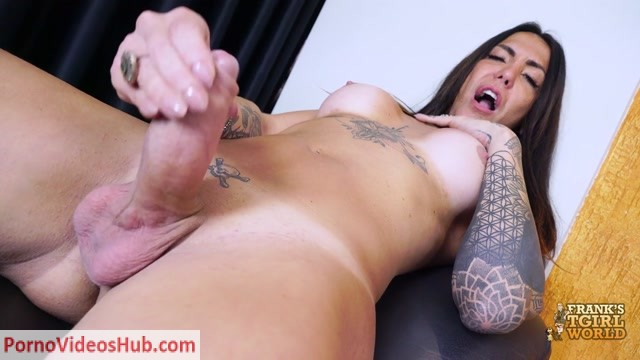 Franks-tgirlworld_presents_Wanessa_Makes_Her_Cock_Cum____22.01.2019.mp4.00011.jpg